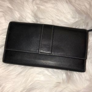 Coach Bags - Coach Leather wallet Good Condition